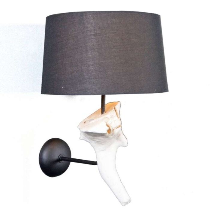 Suchin-fali-lámpa,-fekete-árnyalattal